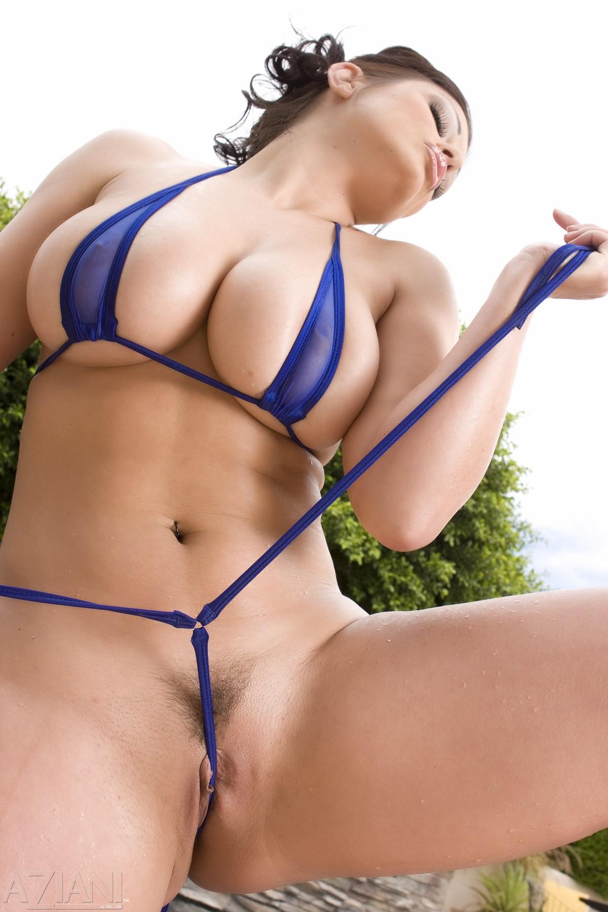 Порно бикини с пездами